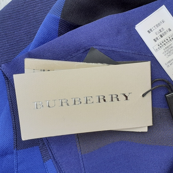 BURBERRY- BRAND NEW💯%Silk Iconic Check Scarf